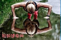 平躺仰卧举腿解说,如何锻炼下四块腹肌