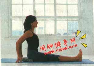 舒展臀部和腹股沟的孕妇瑜伽动作