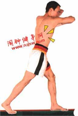 泰拳前后手平肘练习图解教程www.nzjsw8.com