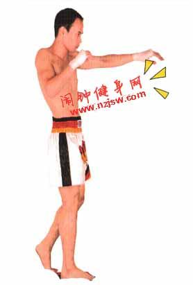 泰拳前后腿中断扫踢的图解教程