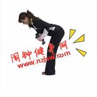 俯身哑铃三头肌练习的正确练法及注意事项