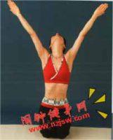 拉伸胸部与脸部肌肉的发射天线瑜伽动作该怎么练