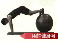 双膝撑球胸前绕环的正确练法及注意事项www.nzjsw8.com