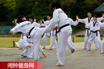 跆拳道攻防技术组合练习(16套动作)图解教学