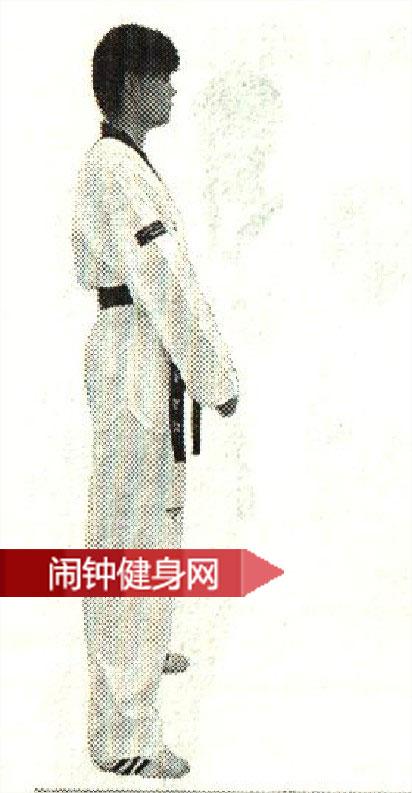 跆拳道《扫踢接左右手刀击》动作图解教学www.nzjsw.com