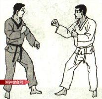 跆拳道《跳转身踢接旋转侧踹胸骨》图解教学