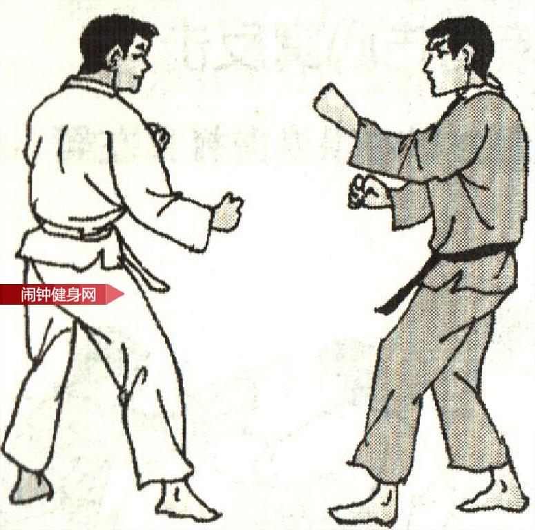跆拳道《防转身反踢接拳击入中反击》图解教学www.nzjsw8.com