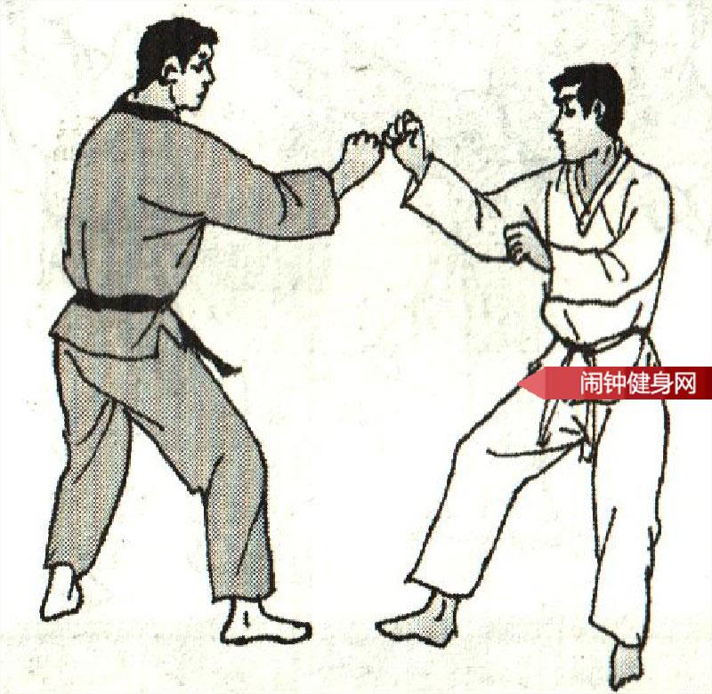 跆拳道《转踢腹颌接跳反转踢脖子》图解教学www.nzjsw.com