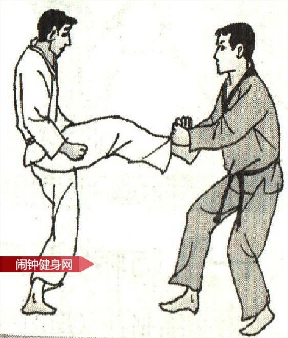 跆拳道《防转体踢接肘击心窝反击 》图解教学