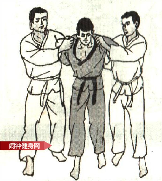 跆拳道《解脱双臂背后束缚反踹膝压肘》图解教学