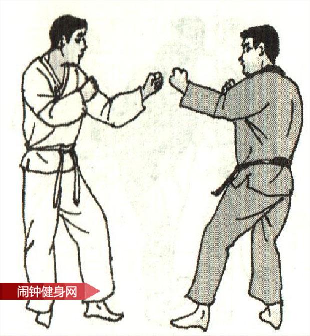 跆拳道《防跳转体踢接膝撞肋反击 》图解教学