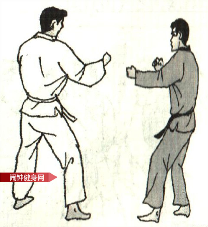 跆拳道《防起转体踢接击腹反击》图解教学