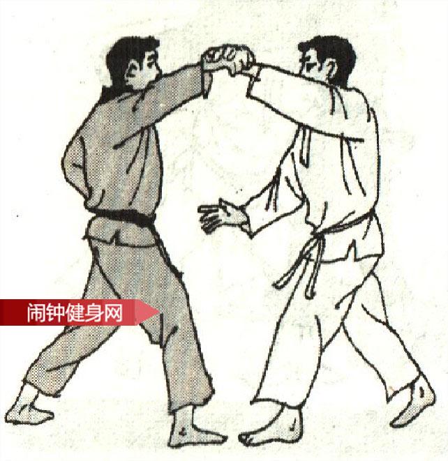 跆拳道《被背摔倒地后反踢睑部》图解教学