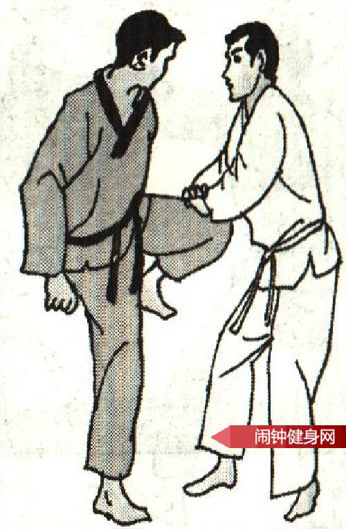 跆拳道《踢腹砍脖膝顶接肘击颌》图解教学www.nzjsw8.com