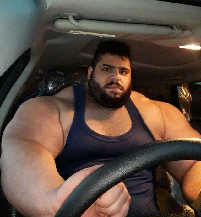 伊朗380斤大塊頭肌肉男曬出座駕,因身材魁梧被質疑照片是PSwww.zovrrr.co