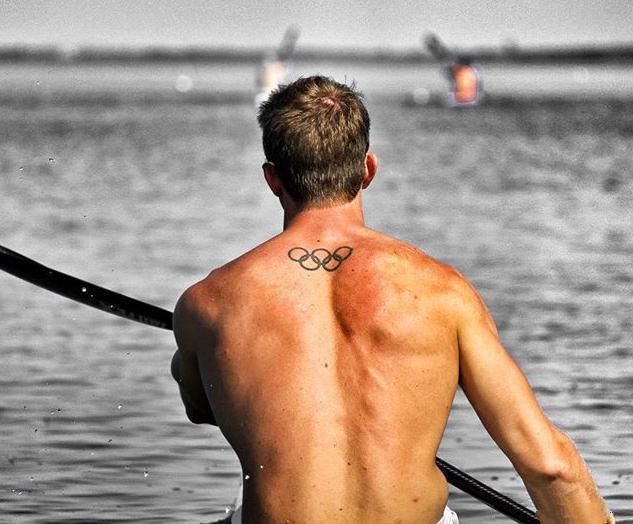 练背不可或缺的杠铃划船源自皮划艇www.nzjsw.com