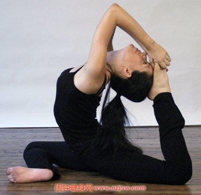 单腿鹤王式的标准练法——瑜伽中等难度体位十五