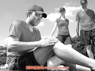 高嘌呤饮食和疲劳是痛风性关节炎最常见的诱因